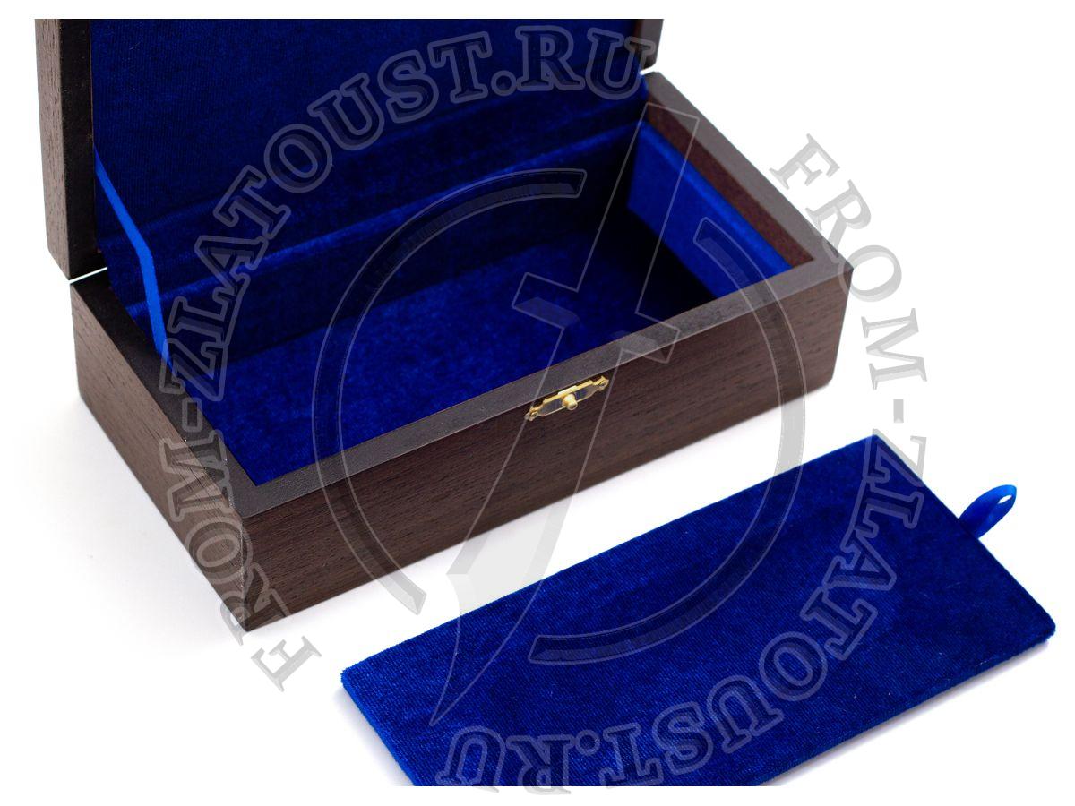 Коробка. Подарочная для складного ножа. Шпон венге, синий бархат. Два отделения
