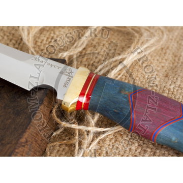 Гюрза. Рукоять комбинированная люкс: карельская береза стабилизированная, фибра. Латунь. Сталь 95х18