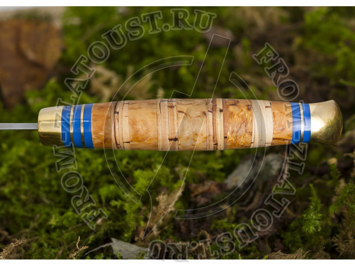 Пустельга. Рукоять комбинированная: карельская береза, береста. Латунь. Сталь 95х18