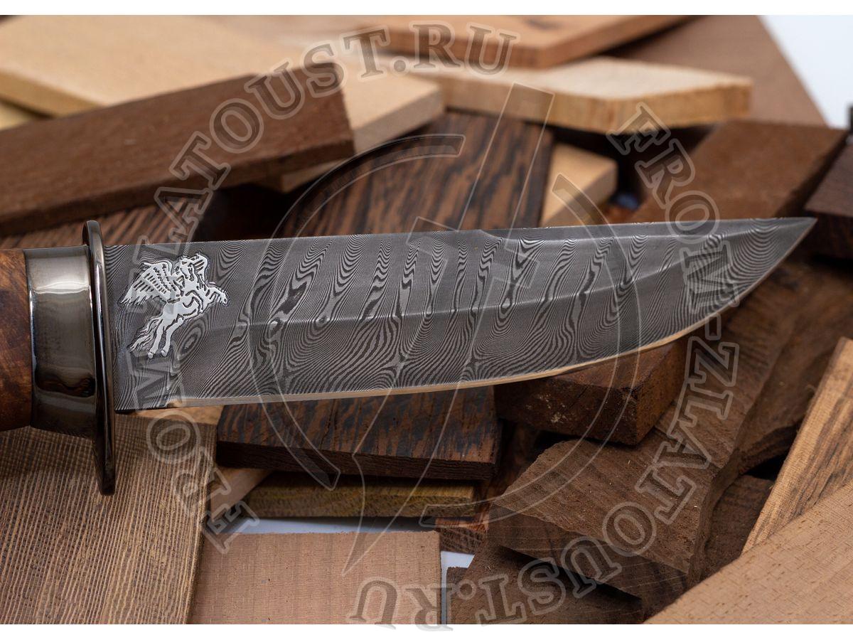 Спец. Рукоять кап ореха, латунь в черном никеле. Дамаск